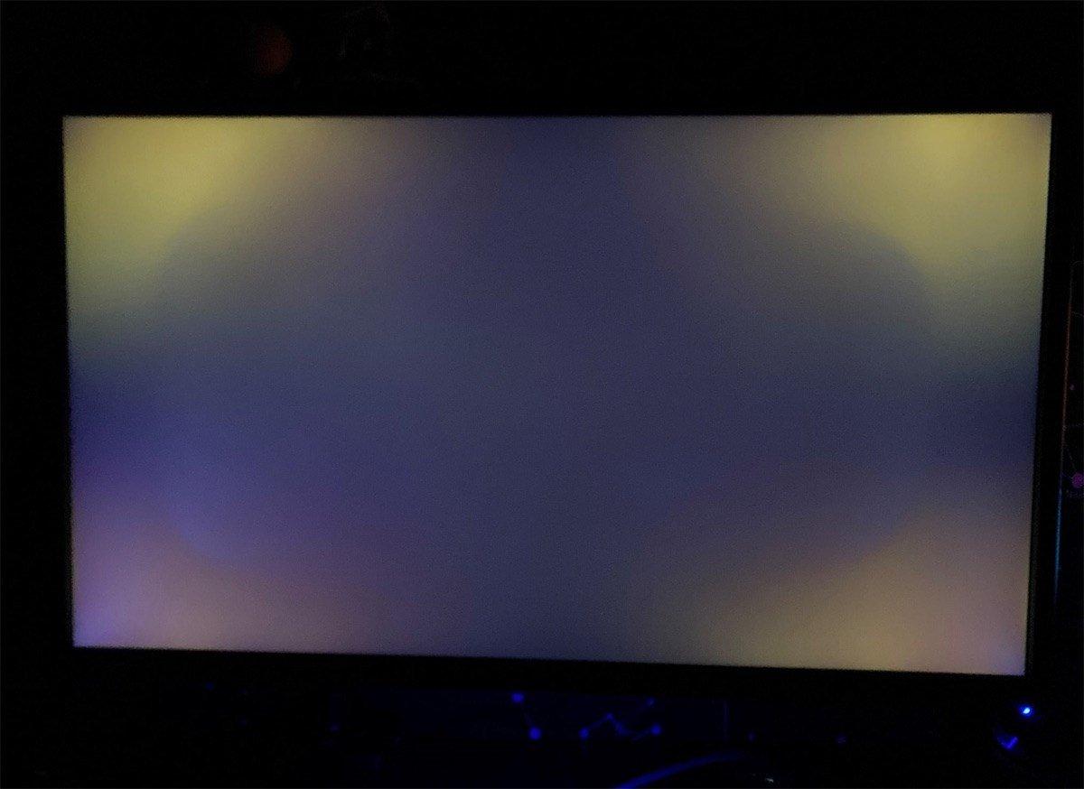 A monitor showing severe light bleed along each edge