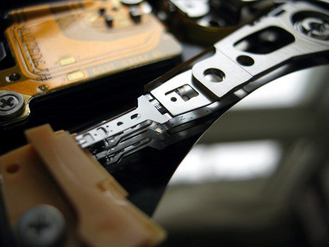 HDD Drives vs SSD Drives ? an image of the inner workings of a HDD