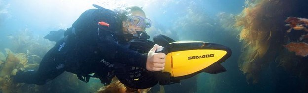 Sinclair/Daka Seadoo in use by a Scuba diver.