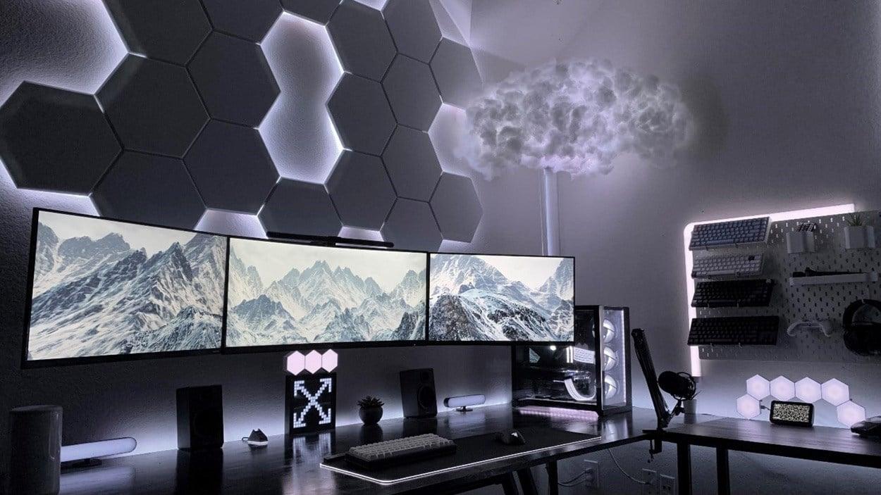 Full white PC battlestation including peripherals Reddit User u/RexMaster24.