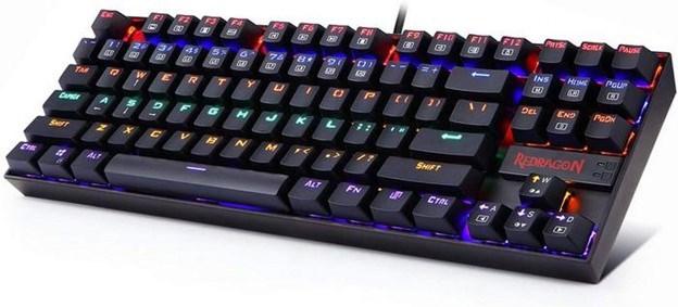 The Redragon K552 keyboard viewd at an angle.