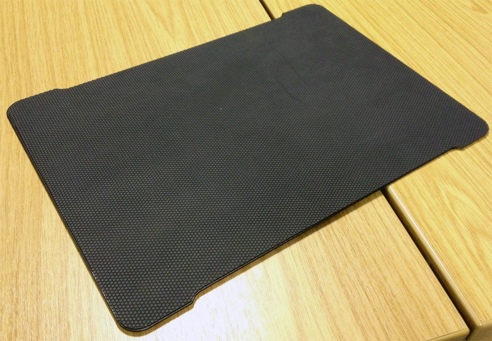 Rubber non-slip coating on the Razer Ironclad